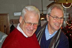 Günter Preuß und Bernard Dietz umarmen sich